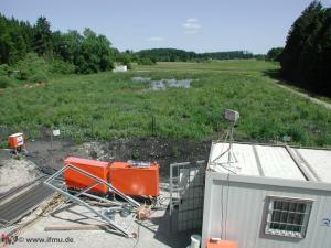 Endlagerfläche: aus Nährstoffreichem Teichschlamm wird eine Biotop