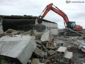 Abbruchmaßnahme: Rückbau alter Bausubstanz