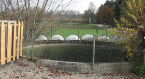 Sickerwasser: Auffangbecken auf einer Kompostieranlage