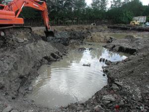 Aushub von Bodenmaterial bei Neubaumaßnahmen: Boden muss entsorgt werden.