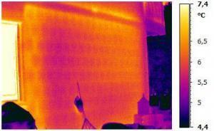 Bauthermografie an der Außenfassade eines Gebäudes