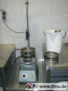 Physikalische Untersuchungen im bodenmechanischen Labor